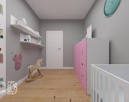 dziecięco / młodzieżowo - Średni szary pokój dziecka dla dziewczynki dla niemowlaka, styl minimalistyczny - zdjęcie od Pracownia Projektowania | Daria Ciuńczyk-Duda