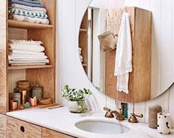 Łazienka w drewnie i bieli - zdjęcie od Anna Poprawska - Homebook