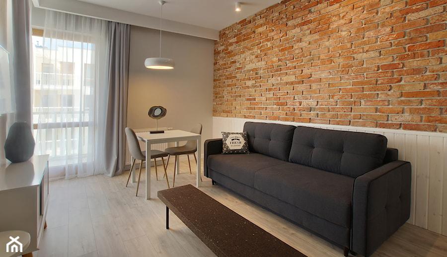 mieszkanie.Gdańsk cegła - Mały szary salon z jadalnią, styl skandynawski - zdjęcie od ip-design