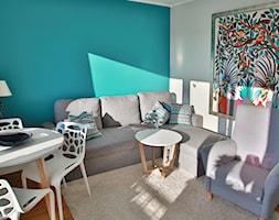 mieszkanie Gdańsk Żabianka - Mały szary turkusowy salon z jadalnią - zdjęcie od ip-design