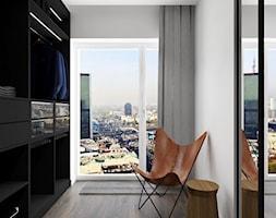 apartament.Warszawa - Mała otwarta garderoba przy sypialni, styl nowoczesny - zdjęcie od ip-design