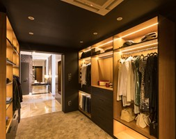 Zdjęcie korytarza do części prywatnej pełniącego funkcję garderoby - zdjęcie od Viva Design Pracownia Projektowania Wnętrz - Homebook
