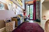 fiolet w pokoju dziecka