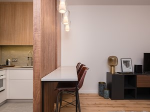 Aneks kuchenny - zasunięty panel ażurowy - zdjęcie od Viva Design Pracownia Projektowania Wnętrz
