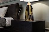 Zbliżenie na lampę i łóżko - zdjęcie od Viva Design Pracownia Projektowania Wnętrz - homebook