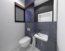 Wnętrze domu jednorodzinnego w Konstantynowie Łódzkim - Mała biała szara łazienka na poddaszu w blok ... - zdjęcie od Tu architekci - Homebook