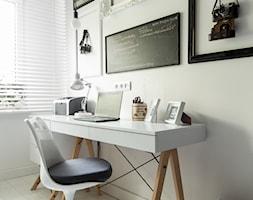 Mieszkanie w Chorzowie (M69) - Małe białe biuro domowe kącik do pracy, styl skandynawski - zdjęcie od WIDAWSCY STUDIO ARCHITEKTURY