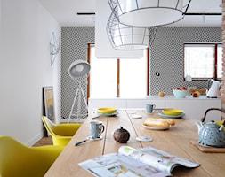 D47 DOM W MYSŁOWICACH - Średnia otwarta biała jadalnia w kuchni, styl eklektyczny - zdjęcie od WIDAWSCY STUDIO ARCHITEKTURY