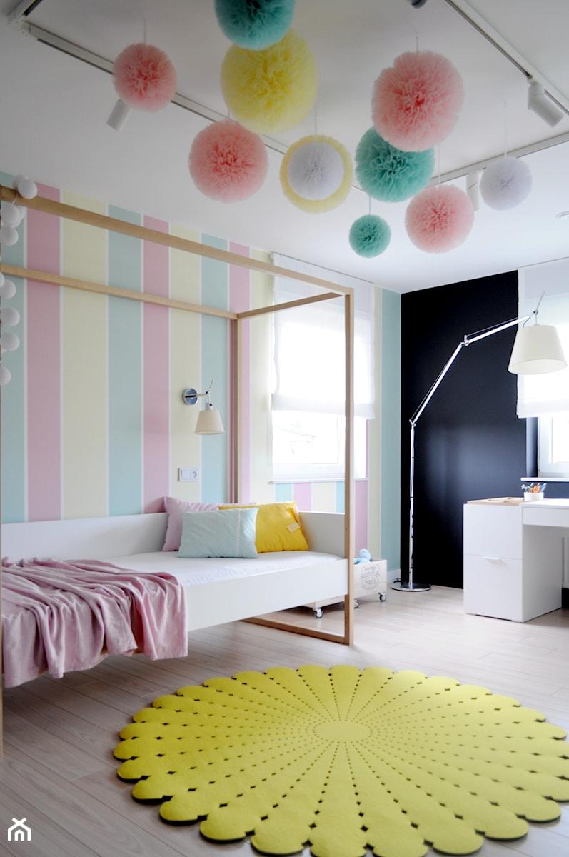 D74 DOM W TARNOWSKICH GÓRACH - Średni pastelowy miętowy żółty różowy czarny kolorowy pokój dziecka dla dziewczynki dla nastolatka, styl nowoczesny - zdjęcie od WIDAWSCY STUDIO ARCHITEKTURY
