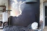 fototapeta ze słońcem i niebem, sypialnia w stylu industrialnym, gipsowa lampa wisząca