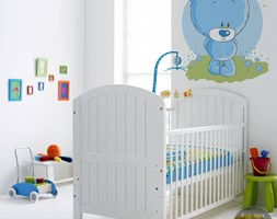 POKÓJ DZIECKA - Średni biały pokój dziecka dla chłopca dla niemowlaka - zdjęcie od PIXERS