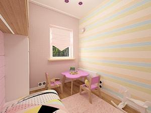 """Mieszkanie na Suwalskiej - Mały różowy niebieski pomarańczowy pokój dziecka dla dziewczynki dla malucha, styl nowoczesny - zdjęcie od Pracownia Projektowa """"Interior-Art"""""""