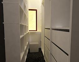 """Dom w Ozorzycach - Średnia zamknięta garderoba z oknem oddzielne pomieszczenie, styl nowoczesny - zdjęcie od Pracownia Projektowa """"Interior-Art"""""""