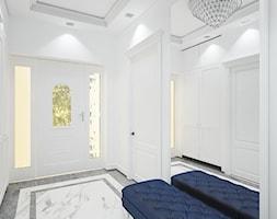 """Projekt wnętrz domu w Kaliszu - Hol / przedpokój, styl klasyczny - zdjęcie od Pracownia Projektowa """"Interior-Art"""" - Homebook"""