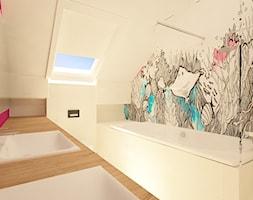 """Dom na Stabłowicach - Średnia biała łazienka na poddaszu w domu jednorodzinnym z oknem, styl nowoczesny - zdjęcie od Pracownia Projektowa """"Interior-Art"""""""