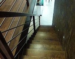 """Rezydencja na Ołtaszynie - Średnie wąskie schody jednobiegowe drewniane, styl nowoczesny - zdjęcie od Pracownia Projektowa """"Interior-Art"""""""