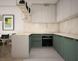 Zieleń - Średnia otwarta biała kuchnia w kształcie litery u w aneksie, styl nowoczesny - zdjęcie od Schemat