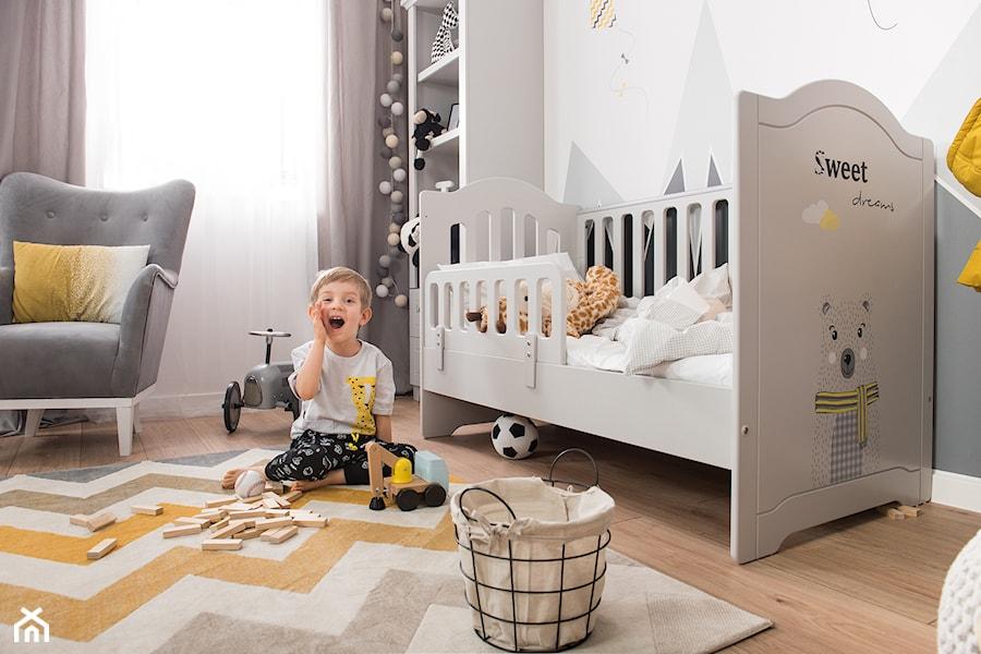 Meble dla dzieci - Mały biały szary pokój dziecka dla chłopca dla dziewczynki dla niemowlaka dla malucha, styl skandynawski - zdjęcie od Galeria Wnętrz Domar