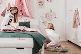 róże na ścianie, pokój nastolatki, romantyczny pokój, biały pokój z różowymi dodatkami