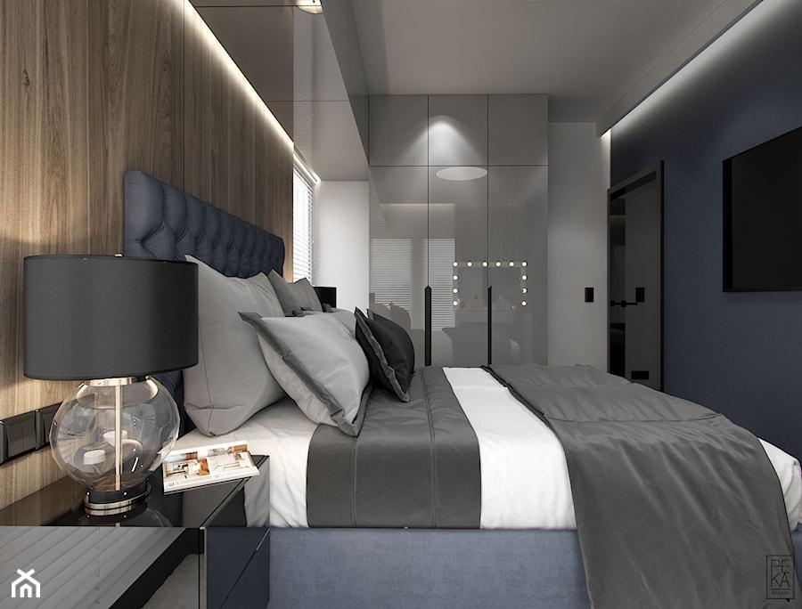 NOWOCZESNY SEGMENT - Średnia biała szara sypialnia małżeńska, styl glamour - zdjęcie od PEKA STUDIO