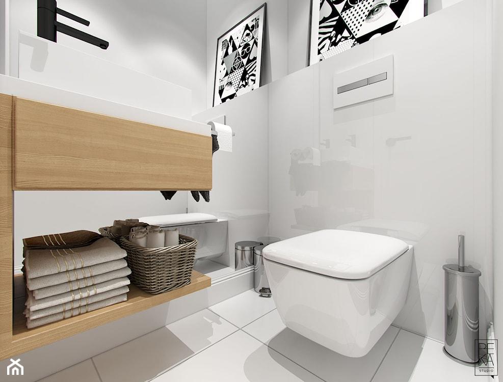 biała nowoczesna łazienka z połyskującymi płytkami