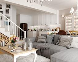 EKLEKTYCZNY DOM - Mały biały salon z kuchnią z jadalnią, styl eklektyczny - zdjęcie od PEKA STUDIO - Homebook