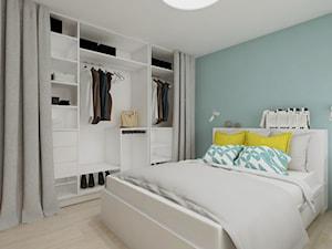 Skandynawskie proste wnętrze - Średnia biała miętowa sypialnia małżeńska, styl skandynawski - zdjęcie od SO INTERIORS Architektura Wnętrz