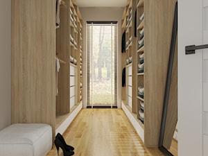 Garderoba przy głównej sypialni w domu jednorodzinnym