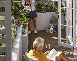 Balkon, taras, ogród - Średni taras z tyłu domu, styl tradycyjny - zdjęcie od Castorama - Homebook