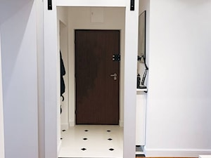 Nasze drzwi u Was - drzwi Mirra - Średni biały hol / przedpokój, styl skandynawski - zdjęcie od Drzwi Przesuwne i Systemy Przesuwne RENO