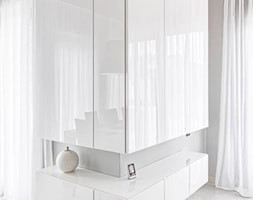 Salon - biel plus orzech - zdjęcie od TORUS MEBLE Karol Jakubek - Homebook
