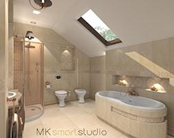 Łazienka w stylu glamour - Duża beżowa łazienka na poddaszu w domu jednorodzinnym jako salon kąpielowy z oknem, styl glamour - zdjęcie od MKsmartstudio