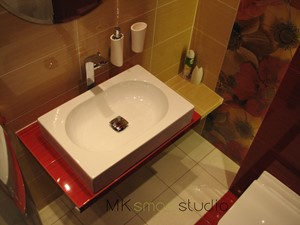 Od projektu do realizacji łazienki w kolorze intensywnej czerwieni