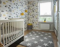Trójkąty i tramwaje - Średni kolorowy pokój dziecka dla chłopca dla dziewczynki dla niemowlaka, styl nowoczesny - zdjęcie od AAW studio