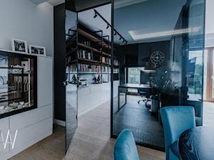NOWOJORSKI KLIMAT - Średnie czarne białe biuro domowe w pokoju, styl industrialny - zdjęcie od AAW studio