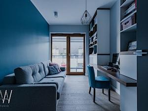NOWOJORSKI KLIMAT - Średnie białe turkusowe biuro domowe w pokoju, styl nowojorski - zdjęcie od AAW studio