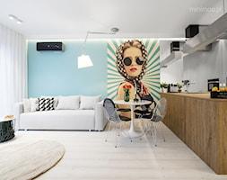 Apartament w Browarze Lubicz w Krakowie - Mała otwarta biała niebieska jadalnia w salonie, styl minimalistyczny - zdjęcie od MINIMOO Architektura Wnętrz