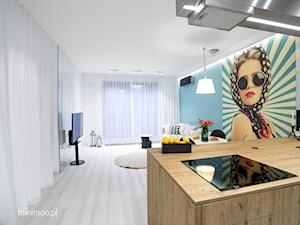 Apartament w Browarze Lubicz w Krakowie - Średni biały niebieski salon, styl minimalistyczny - zdjęcie od MINIMOO Architektura Wnętrz