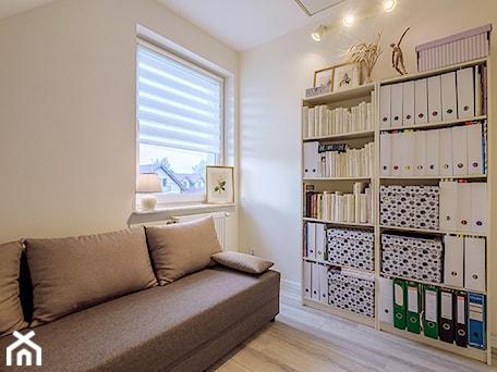 Aranżacje wnętrz - Biuro: Projekt domu Bez - DOMY w Stylu Projekty domów. Przeglądaj, dodawaj i zapisuj najlepsze zdjęcia, pomysły i inspiracje designerskie. W bazie mamy już prawie milion fotografii!