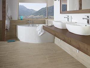 Thorno - Duża biała beżowa łazienka w domu jednorodzinnym jako salon kąpielowy z oknem - zdjęcie od Ceramika Paradyż