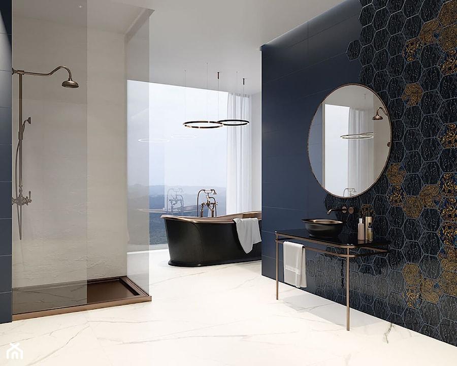 Urban Colours - Średnia biała niebieska łazienka z oknem, styl glamour - zdjęcie od Ceramika Paradyż