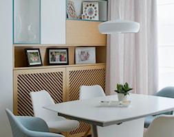 Wilanów - 100m2 REALIZACJA - Mała zamknięta biała jadalnia jako osobne pomieszczenie, styl skandynawski - zdjęcie od TutajConcept