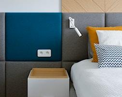 Wilanów - 100m2 REALIZACJA - Średnia biała sypialnia dla gości małżeńska, styl skandynawski - zdjęcie od TutajConcept