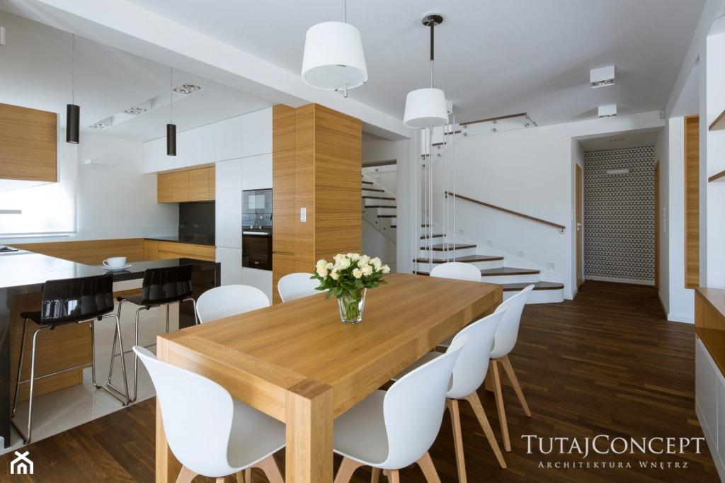 Realizacja I - Średnia otwarta biała jadalnia w kuchni, styl nowoczesny - zdjęcie od TutajConcept - Homebook