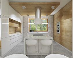 BASZKÓWKA - Duża otwarta beżowa kuchnia w kształcie litery u z wyspą, styl nowoczesny - zdjęcie od TutajConcept