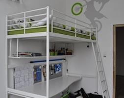 RODZINNY LOFT - Mały biały pokój dziecka dla chłopca dla ucznia dla malucha dla nastolatka, styl industrialny - zdjęcie od Design Factory Studio Projektowe