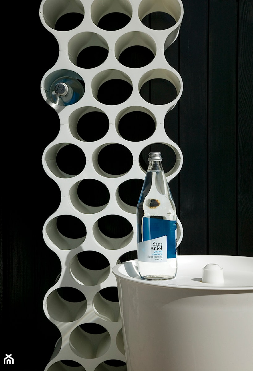 Stojak na wino zdj cie od inniliving concept homebook - Porte bouteille design mural ...