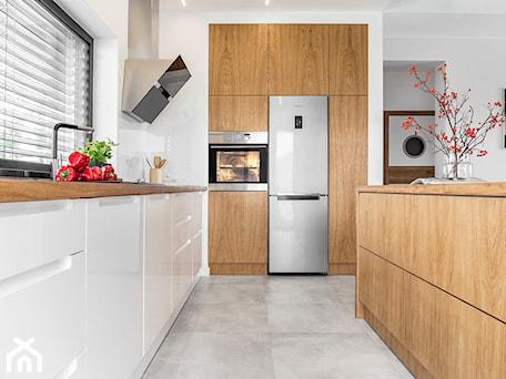 Aranżacje wnętrz - Kuchnia: Meble kuchenne - Stolarnia Rzepa. Przeglądaj, dodawaj i zapisuj najlepsze zdjęcia, pomysły i inspiracje designerskie. W bazie mamy już prawie milion fotografii!