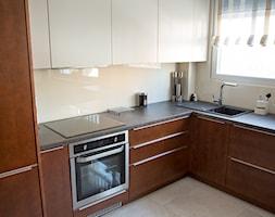Aranżacja mieszkania i produkcja mebli ul.Wieniawskiego - Konin - Mała otwarta zamknięta beżowa kuchnia w kształcie litery l, styl klasyczny - zdjęcie od DeGosh