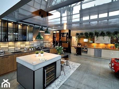 Aranżacje wnętrz - Kuchnia: Kuchnie nowoczesne - ekspozycje - Duża otwarta szara kuchnia w kształcie litery l z wyspą z oknem, styl industrialny - STUDIO ONYX. Przeglądaj, dodawaj i zapisuj najlepsze zdjęcia, pomysły i inspiracje designerskie. W bazie mamy już prawie milion fotografii!